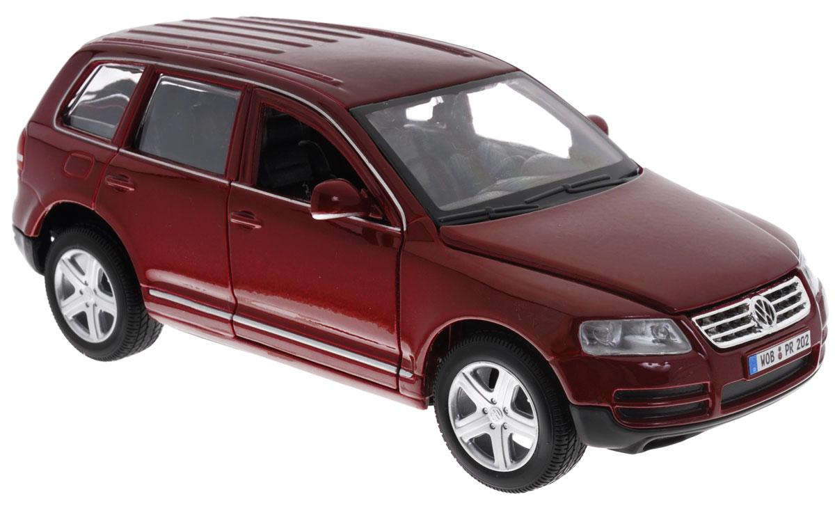 Bburago Модель автомобиля Volkswagen Touareg цвет бордовый масштаб 1:2418-22015Модель автомобиля Bburago Volkswagen Touareg привлечет к себе внимание не только детей, но и взрослых. Модель представлена в масштабе 1:24 и в точности воспроизводит все детали внешнего облика реального автомобиля Volkswagen Touareg. Корпус машинки выполнен из металла с использованием пластиковых элементов, колеса прорезинены. Модель оборудована открывающимися передними дверцами, капотом и подвижными колесами. Во время игры с такой машинкой у ребенка развивается мелкая моторика рук, фантазия и воображение. Ваш ребенок будет в восторге от такого подарка!