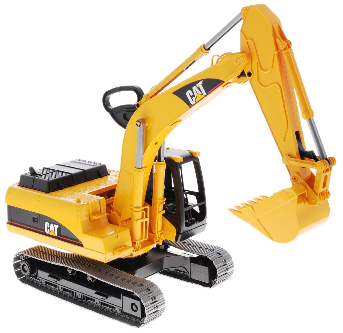 Bruder Экскаватор гусеничный Cat02-438Гусеничный экскаватор Bruder Cat, выполненный из прочного и безопасного материала, обязательно понравится каждому мальчику и займет его увлекательной игрой. Машина является уменьшенной копией экскаватора фирмы Cat. Экскаватор оснащен большим ковшом, с помощью которого можно перемещать материалы (камушки, песок, веточки и др.), убирать строительный мусор или расчищать площадку. Мощный экскаватор за считанные минуты справляется с большой глыбой песка. Экскаватором легко копать, держась за ручку на его стреле. Две опоры обеспечивают устойчивое положение. Можно заменить навесное оборудование экскаватора. Крышка моторного отсека поднимается, открывая тем самым доступ к двигателю. В незастекленную кабину машины легко поместится небольшая игрушка. С этим реалистично выполненным экскаватором ваш малыш часами будет занят игрой.