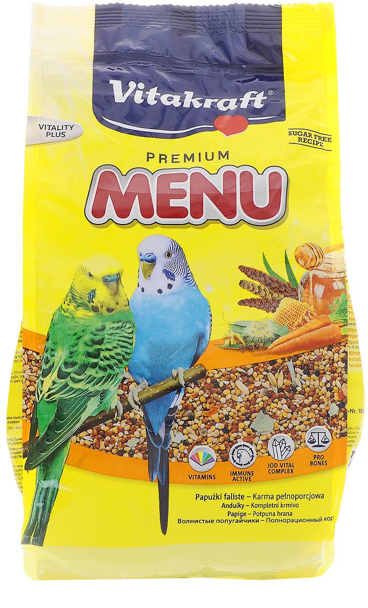 Корм для волнистых попугаев Vitakraft Menu Vital, 1 кг18102Основной корм для волнистых попугайчиков Vitakraft Menu Vital с комплексом Vital, усиливающим иммунную систему, обогащен витаминами и минералами. Сбалансированный корм с высококачественными семенами, злаками, листиками эвкалипта и кусочками моркови, который нравится птицам и имеет в своем составе все необходимое для сохранения их здоровья. Ингредиенты: злаки (просо 90,1%), семена 3,5%, минеральные вещества, овощи (морковь сушеная 1%), листики эвкалипта резаные 0,4%, масла и жиры, растительные субпродукты, мед 0,02%, дрожжи (бета-глюканы 80 мг/кг). Состав: жиры - 4,5%, белки - 11%, клетчатка - 9%, влажность - 11%, зола - 4%, а наличие витаминов А, D3, С, В2, Е. С будет способствовать активному росту и развитию вашего питомца. Также эти витамины помогут попугаю обрести более яркий окрас. Суточная норма составляет 10-12 граммов (1-2 чайные ложки). Товар сертифицирован.