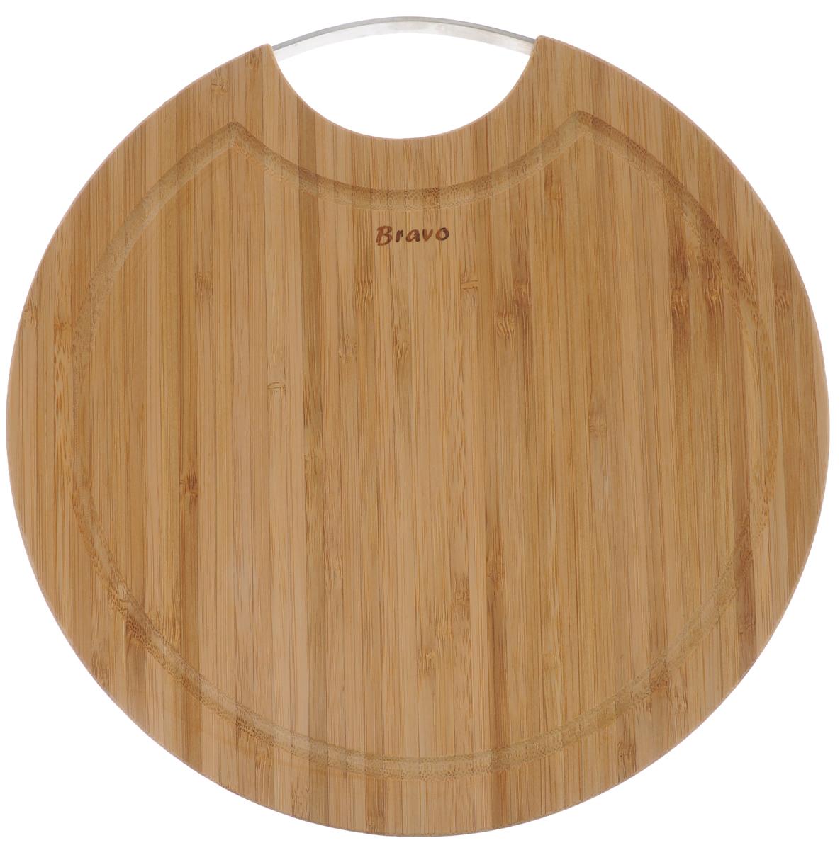 Доска разделочная Bravo, с ручкой, диаметр 25 см211Доска разделочная Bravo изготовлена из бамбука. Изделие оснащено удобной металлической ручкой. Функциональная и простая в использовании, разделочная доска Bravo прекрасно впишется в интерьер любой кухни и прослужит вам долгие годы. Не рекомендуется мыть в посудомоечной машине. Диаметр доски: 25 см. Толщина доски: 1,9 см.