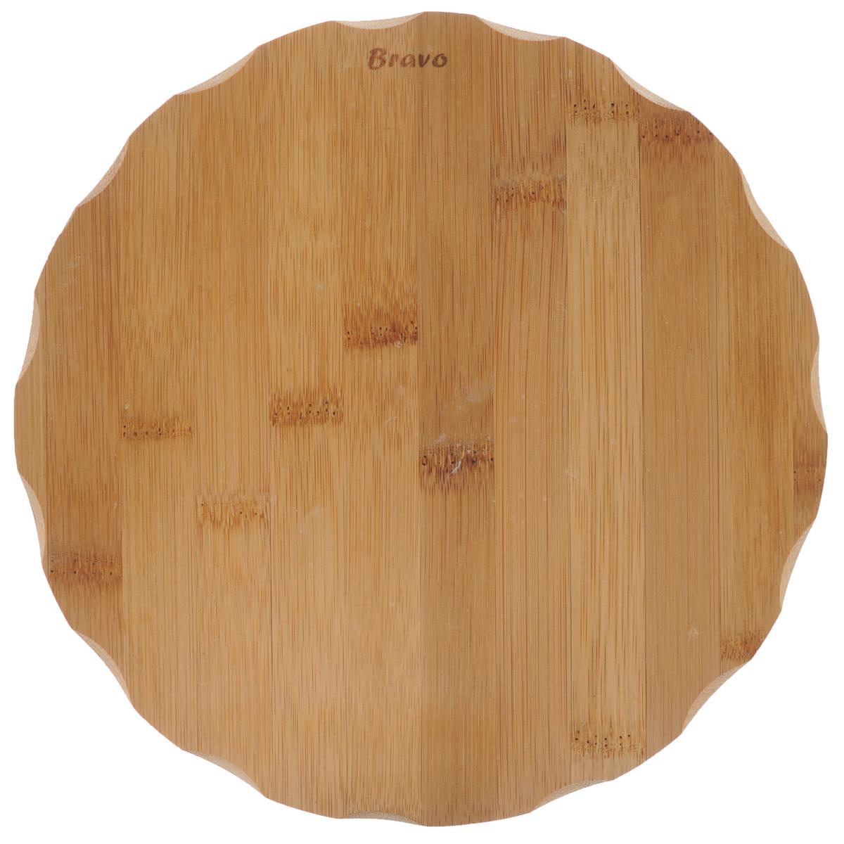 Доска разделочная Bravo, диаметр 23 см208Доска разделочная Bravo изготовлена из бамбука. Функциональная и простая в использовании, разделочная доска Bravo прекрасно впишется в интерьер любой кухни и прослужит вам долгие годы. Не рекомендуется мыть в посудомоечной машине. Диаметр доски: 23 см. Толщина доски: 1 см.