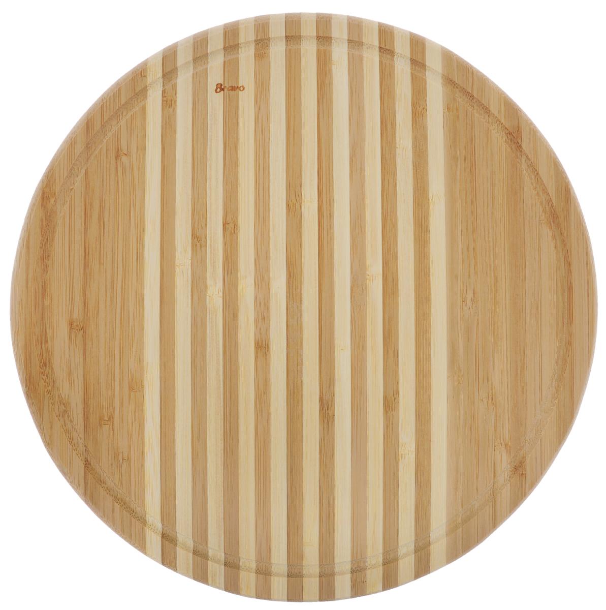 Доска разделочная Bravo, диаметр 30 см125Доска разделочная Bravo изготовлена из бамбука и оснащена желобком по краю для стока воды. Функциональная и простая в использовании, разделочная доска Bravo прекрасно впишется в интерьер любой кухни и прослужит вам долгие годы. Не рекомендуется мыть в посудомоечной машине. Диаметр доски: 30 см. Толщина доски: 1,8 см.