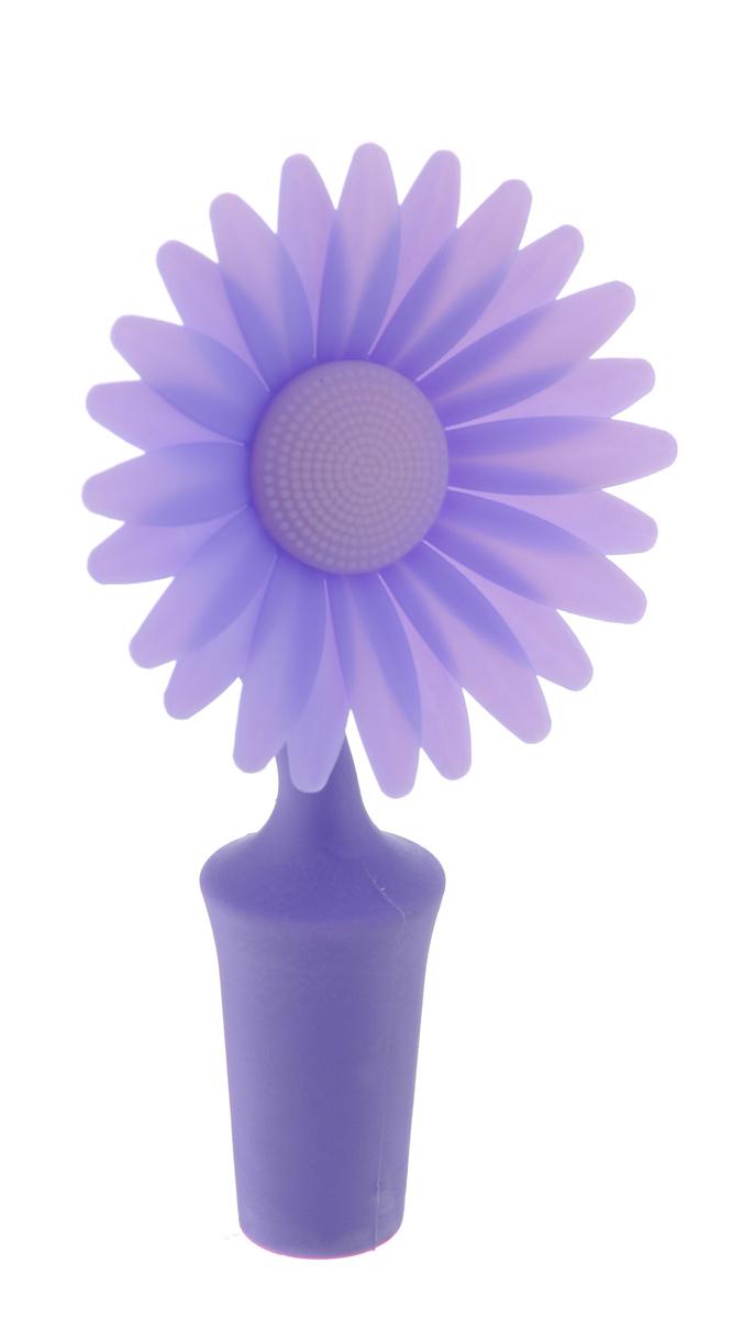 Пробка для бутылки Apollo Daisy, цвет: фиолетовый, сиреневыйDSY-11_фиолетовыйПробка для бутылки Apollo Daisy изготовлена из силикона и пластика в виде цветка. Изделие идеально подойдет для закрытия стеклянных бутылок в целях предотвращения окисления и порчи напитков. Такая пробка подходит для большинства горлышек и сочетает в себе красоту и практичность. Пробка Apollo Daisy станет нужным аксессуаром на вашей кухне. Общая длина пробки: 10,5 см. Диаметр рабочей части (по верхнему краю): 2,5 см. Длина рабочей части: 3,5 см.