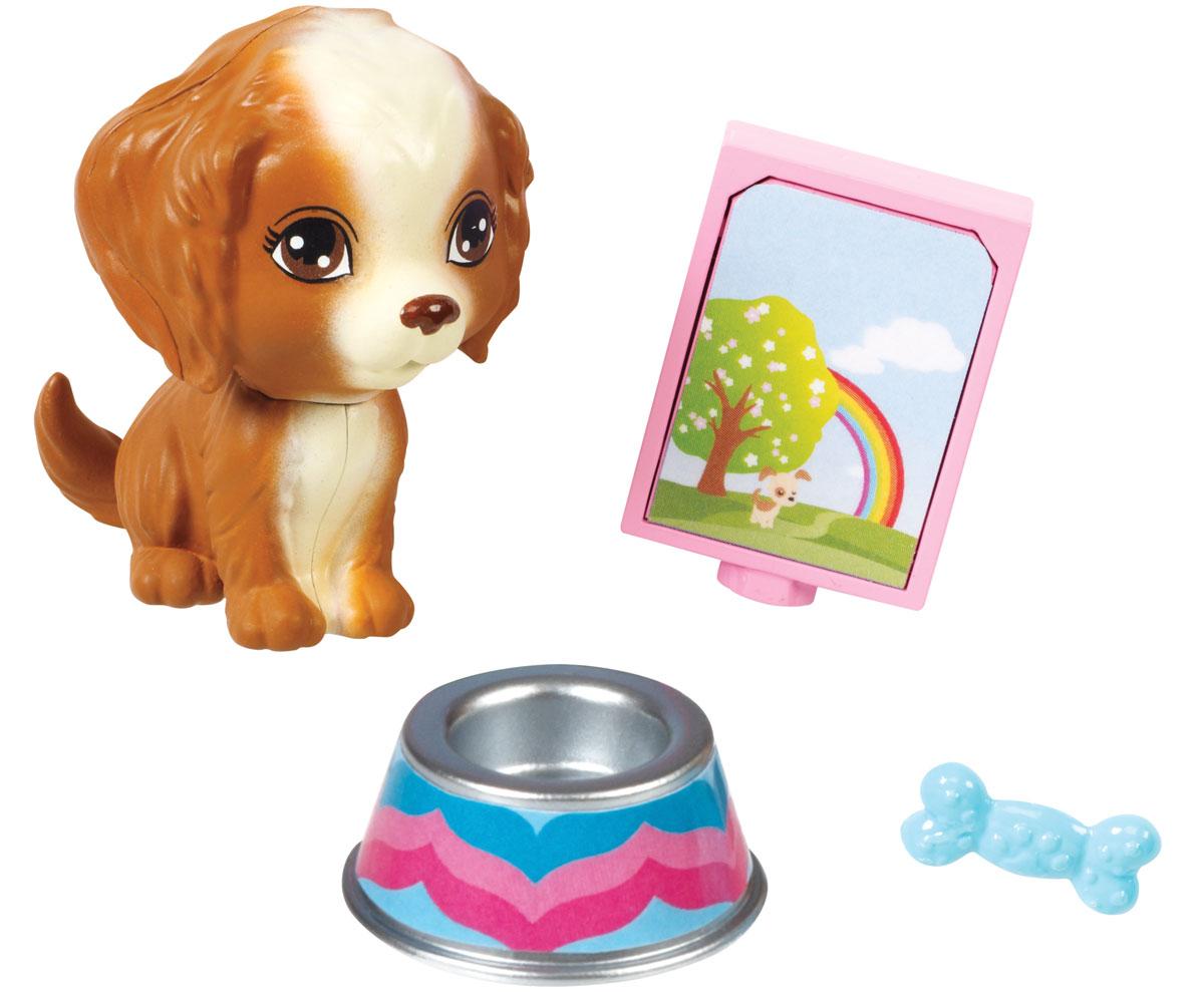 Barbie Мини-набор для декора ЩенокCFB50_CFB56Кукла Барби известна своим особым стилем. А теперь и каждая девочка может создать свой особый стиль. Богатый выбор аксессуаров, продающихся по отдельности, сделает дом Барби идеальной декорацией для задуманной истории. Этот набор позволит правдоподобно и с любовью ввести в сюжет животное: в него входит милый щенок, миска для еды, игрушка-косточка и пачка корма. Замечательные аксессуары в стиле Барби подойдут к домам с самым разным дизайном (дома продаются отдельно).