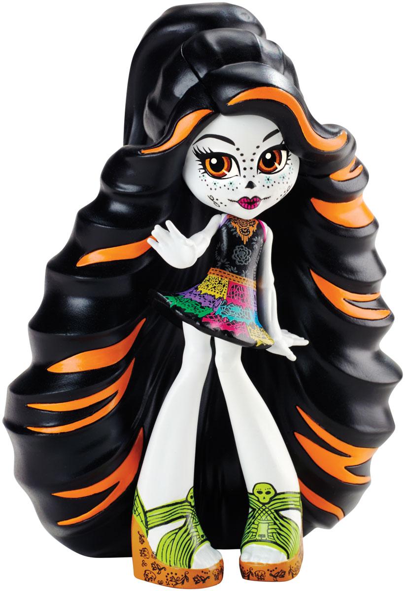 Monster High Фигурка Skelita CalaverasCFC83_CJR40Фигурка Monster High Skelita Calaveras обязательно понравится вашей малышке. Фигурка Скелеты выполнена с длинными черно-оранжевыми волосами. Одета героиня в короткое яркое платье и оригинальные босоножки. Ученики и учителя Школы монстров всегда отличались лютой оригинальностью. Они радовали нас своим присутствием в школьных коридорах, на танцах, на памятных фото. А теперь наши любимые персонажи Школы монстров стали виниловыми, чтобы удобнее было устроить выставку девочек-монстров! Эти неподвижные фигурки отлиты по современной технологии и воспроизводят классические наряды, в которых герои сериала впервые встретились с поклонниками. Фигурка выполнена из безопасного для ребенка материала - винила.