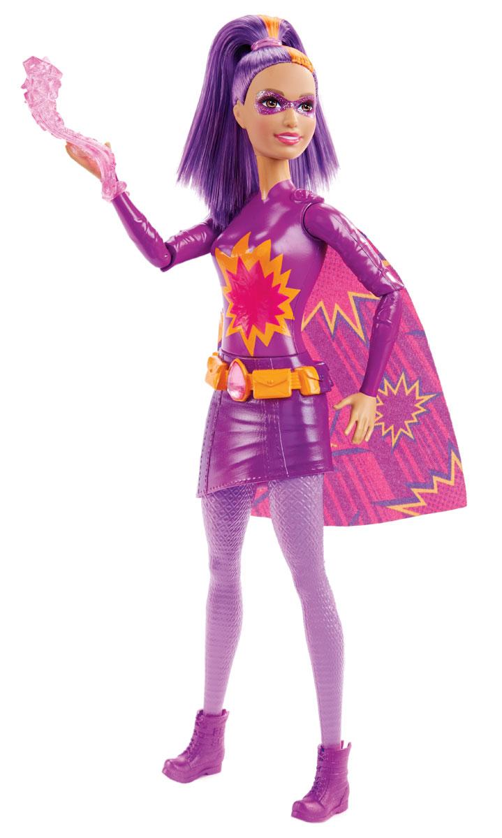 Barbie Кукла Повелительница огняDHM57_DHM65Кукла Barbie Повелительница огня - настоящая супергероиня! Кукла является повелительницей огня. Одета в стильное фиолетовое мини-платье, украшенное изображением вспышки, на ногах - ботинки. А вся ее магическая сила таится в огромном кристалле, закрепленном на ремне. Длинные волосы - мягкие и послушные, из них получится множество великолепных причесок! Яркий, эффектный образ дополнен огненной прядкой в фиолетовых волосах и плащом. Игрушка выполнена из безопасного нетоксичного пластика и полностью соответствует всем требованиям безопасности. Кукла Barbie Повелительница огня станет отличным подарком для вашей дочери!