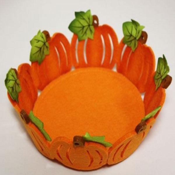 Декоративное украшение RTO Корзинка, цвет: оранжевый, зеленыйHQC-16-2532Декоративное украшение RTO Корзинка предназначена для оформления интерьера и сервировки стола. Изделие выполнено из фетра, стенки оформлены в виде тыкв. Декоративное украшение послужит приятным и полезным сувениром для близких и знакомых и, несомненно, доставит массу положительных эмоций своему обладателю. Диаметр корзинки (по верхнему краю): 17,5 см. Высота стенок: 5,5 см.