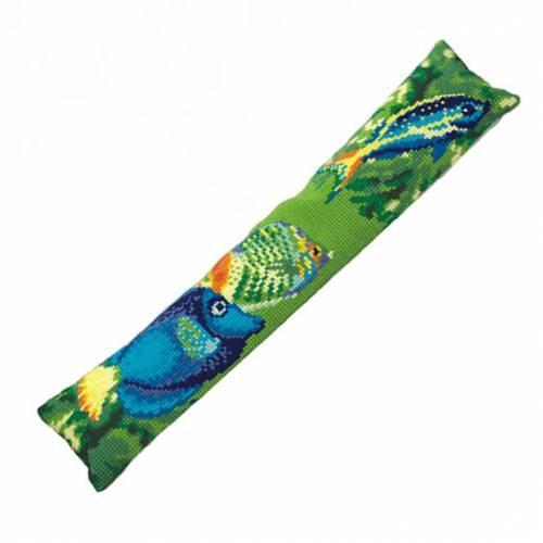 Набор для вышивания подушки Collection DArt Морские глубины, 90 х 20 см5152Набор Collection DArt Морские глубины поможет создать удивительно красивую подушку. Рисунок-вышивка, выполненный на страмине с нанесенным рисунком (специальная канва повышенной жесткости), станет прекрасной заготовкой для создания стильной декоративной подушки. Вышивание отвлечет вас от повседневных забот и превратится в увлекательное занятие! Работа, сделанная своими руками, создаст особый уют и атмосферу в доме и долгие годы будет радовать вас и ваших близких, а также станет прекрасным подарком. Набор для вышивания содержит все необходимые материалы для вышивки на печатной канве в технике несчетный крест. В состав набора входит: - жесткая канва-страмин с напечатанным рисунком (100% хлопок), 94 х 25 см, - пряжа (100% акрил), 15 цветов, - игла с позолоченным ушком, - детальная инструкция по вышиванию. Обратная сторона подушки и наполнитель в комплект не входят.