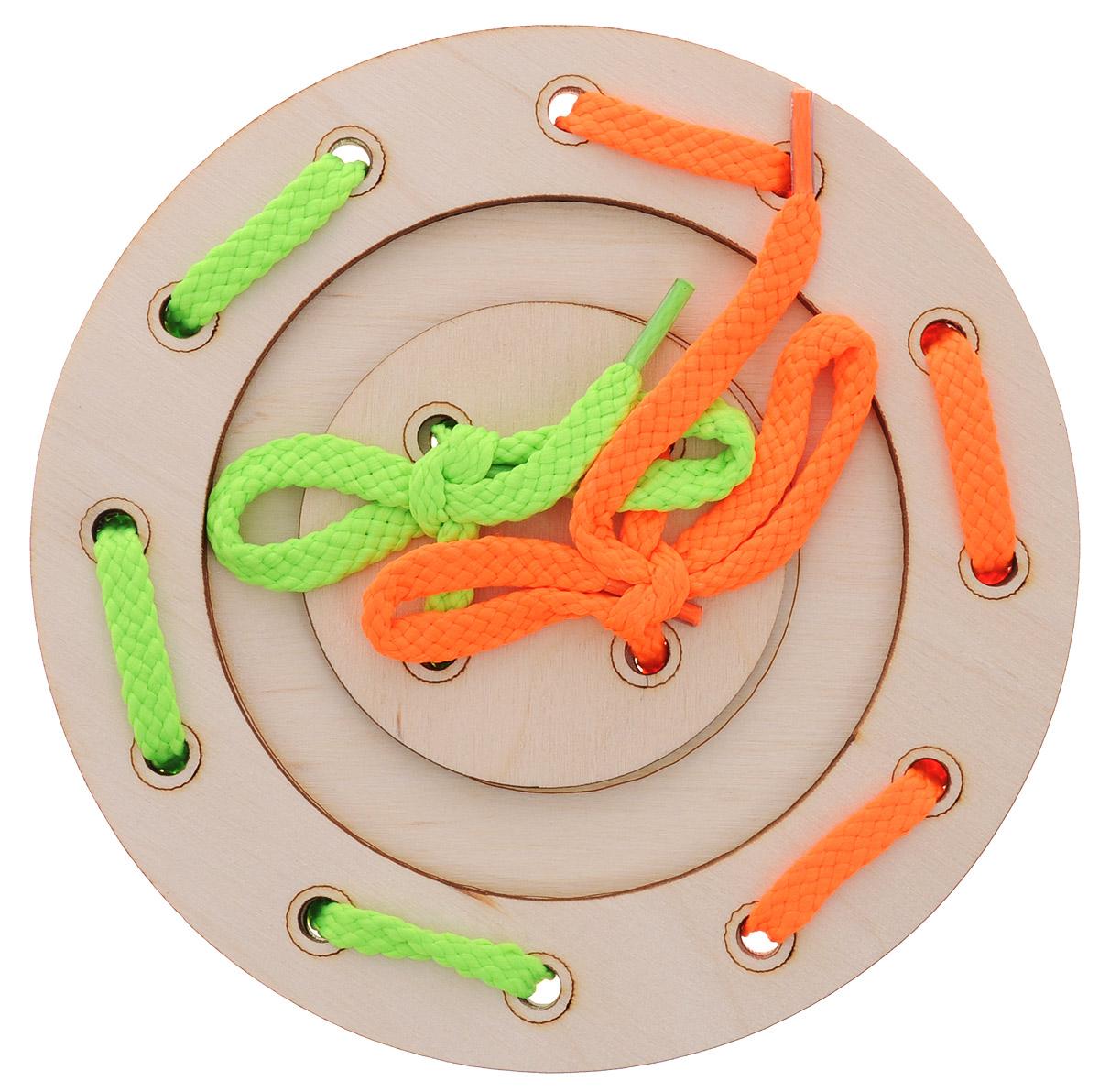 Мастер Вуд Игра-шнуровка Пуговичка цвет салатовый оранжевыйДШ-1_салатовый, оранжевыйИгра-шнуровка Пуговичка - яркая и несложная игрушка, которая очень понравится вашему малышу. Она выполнена из дерева лиственных пород в виде пуговки, состоящей из трех элементов. Задача малыша - продеть два шнурка разных цветов в отверстия основы, собрав пуговку. Игрушка-шнуровка развивает воображение, пространственное мышление, координацию движений, ловкость, положительно влияет на эмоциональное состояние ребенка и его настроение.
