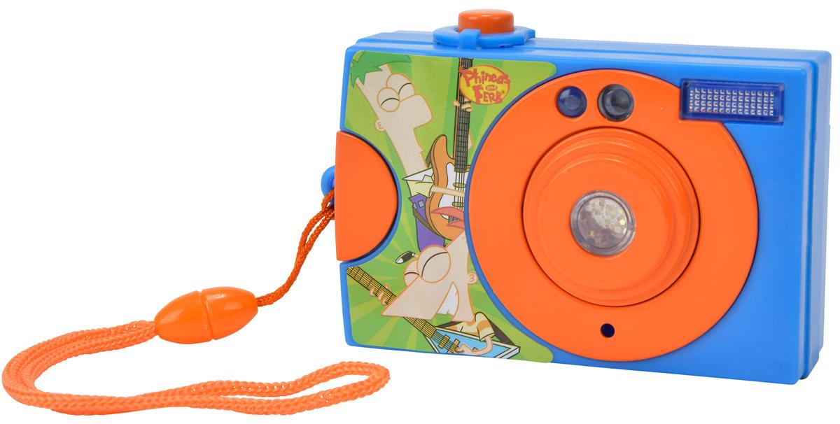 Simba Фотокамера Герои Диснея Финес и Ферб9448481_финес,фербОригинальная фотокамера непременно понравится вашему малышу и станет для него любимой игрушкой. Ваш ребенок не заскучает, ведь ему надо будет столько всего сфотографировать. Фотоаппарат оборудован кнопочкой, при нажатии на которую, ребенок услышит характерный звук, который сопровождается световой вспышкой. При нажатии кнопки в видоискателе, меняется картинка с героями мультфильма Финес и Ферб. Фотоаппарат дополнен удобным шнурком для ношения на запястье. Порадуйте своего ребенка таким замечательным подарком. Рекомендуется докупить 2 батареи типа ААА (товар комплектуется демонстрационными).