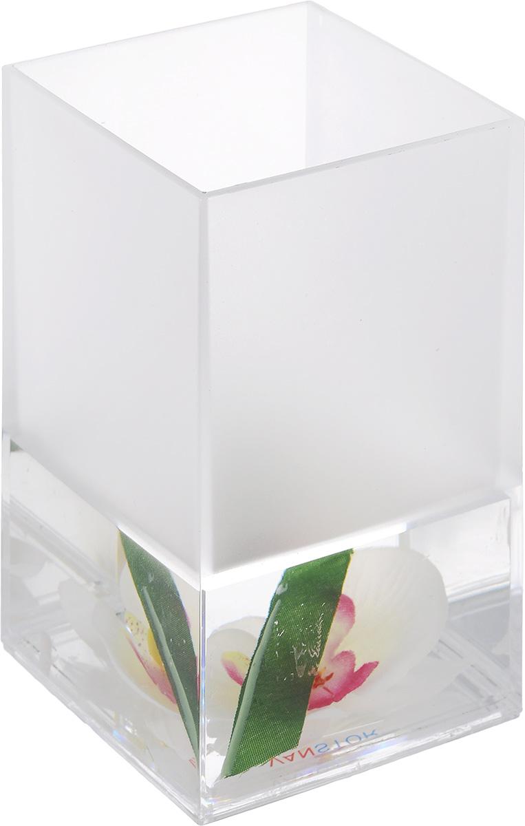 Стакан для ванной комнаты Vanstore Lotus, высота 12 см308-01Стакан для ванной комнаты Vanstore Lotus изготовлен из пластика с гелевым наполнителем. В стакане удобно хранить зубные щетки, пасту и другие принадлежности. Такой аксессуар для ванной комнаты стильно украсят интерьер и добавят в обычную обстановку яркие и модные акценты. Размер стакана: 6,5 х 6,5 х 12 см.