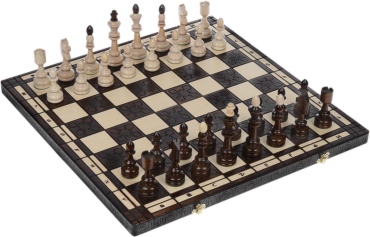 Шахматы Madon Индия, размер: 50x25x6 см119Шахматы - любимая настольная игра для интеллектуалов всех возрастов. Расчерченное квадратами поле с фигурами темного и песочного цветов на долгие часы увлечет ценителей этой игры. Деревянная резная игральная доска поделена на равные квадратные клетки и имеет два металлических змочка. Крупные деревянные фигуры, покрытые прозрачным лаком, обязательно понравятся как опытному игроку, так и начинающему. Вертикальные ряды полей (вертикали) обозначаются латинскими буквами от a до h слева направо, горизонтальные ряды (горизонтали) - арабскими цифрами от 1 до 8 снизу вверх. Шахматную партию всегда начинают белые. Игроки делают ход поочередно, за каждый ход перемещая только одну фигуру. Фигуры не могут перепрыгивать друг через друга, исключением является только конь. При ходе на поле, занятое чужой фигурой происходит взятие (чужая фигура снимается с доски и в дальнейшей игре участия не принимает). Поле, находящееся под ударом противника, называется битым. В каждый...