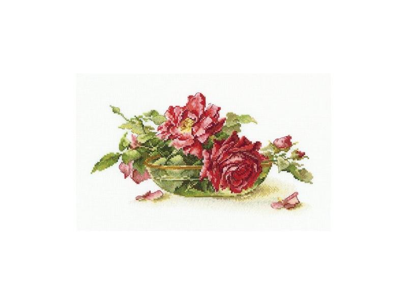 Набор для вышивания крестом RTO Розы в пиале, 27 х 17 смМ525Красивый рисунок-вышивка, выполненный на канве, выглядит оригинально и всегда модно. Работа, сделанная своими руками, создаст особый уют и атмосферу в доме и долгие годы будет радовать вас и ваших близких. Набор для вышивания RTO Розы в пиале содержит все необходимые материалы. Вышивка выполняется швом счетный крест в две нити мулине. В состав набора входит: - канва Aida 16 белого цвета (100% хлопок), 6,4 клеток = 1 см; - вышивальные нитки-мулине DMC на карте, разобранные по цветам (50 цветов, 100% хлопок); - символьная схема; - инструкция; - игла для вышивания. Уровень сложности: 4.