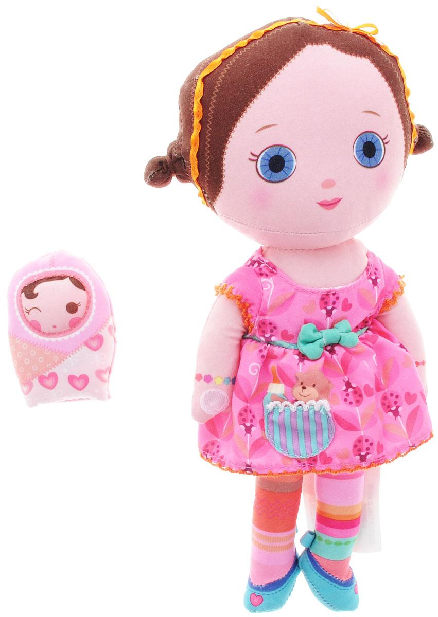 Mooshka Мягкая кукла Zana940-310_ZanaОчаровательная мягкая кукла Mooshka Zana непременно станет любимой игрушкой вашей малышки. Кукла выполнена из приятного на ощупь текстиля и не имеет твердых элементов, что делает игру с ней безопасной даже для самых маленьких детишек. Куколка одета в платье с пышной юбкой, украшенное рисунком с божьими коровками и мишкой. На ручках куклы расположены липучки. Также в комплект входит небольшая пальчиковая куколка, которая разнообразит игры малышки и позволит ей проявить свою фантазию, разыгрывая веселые преставления. Трогательная мягкая куколка принесет радость и подарит своей обладательнице мгновения нежных объятий и приятных воспоминаний. Благодаря играм с куклой, ваша малышка сможет развить воображение и любознательность, овладеть навыками общения и научиться ответственности.