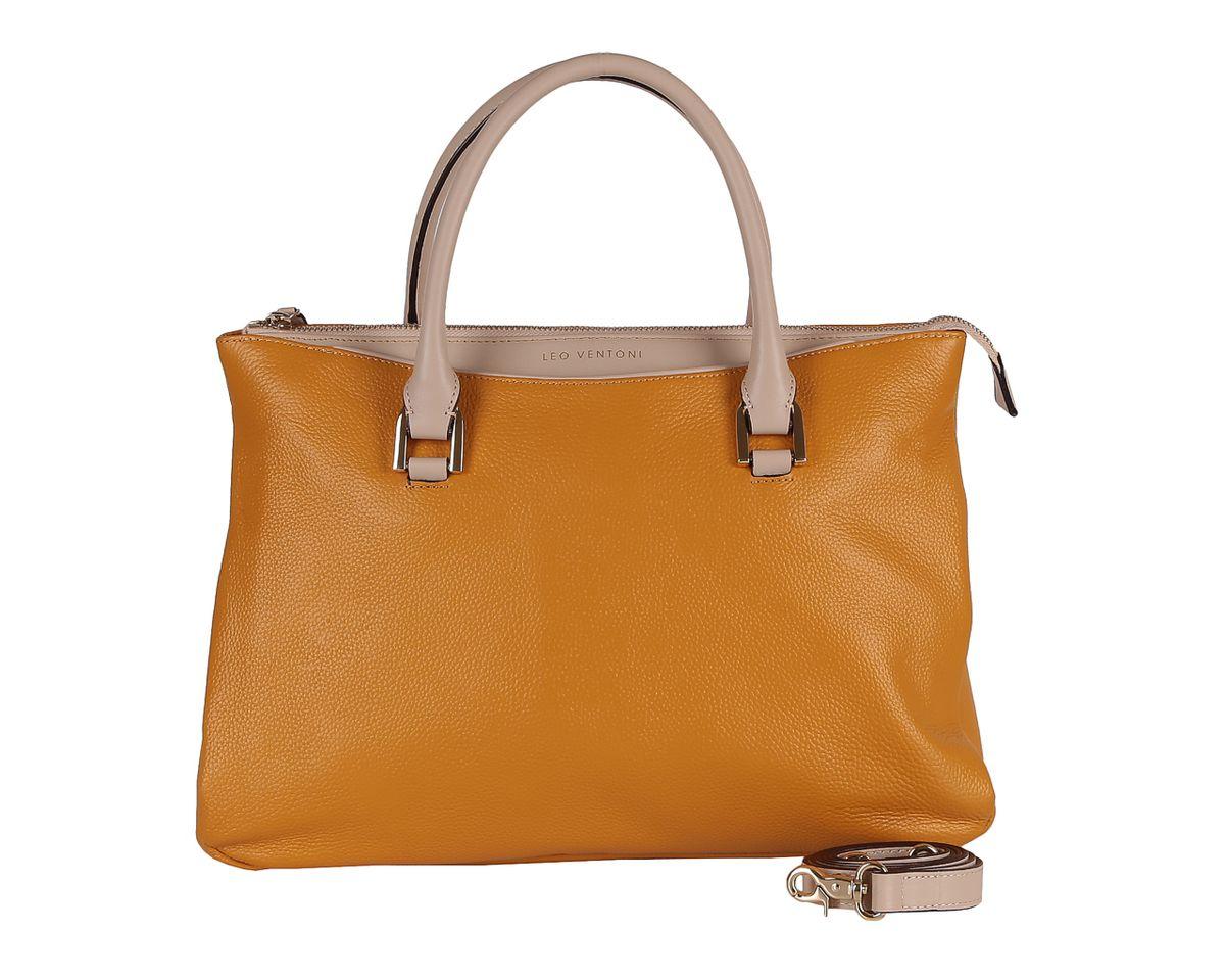 Сумка женская Leo Ventoni, цвет: желтый. 2300425123004251 yellow/tanСтильная женская сумка Leo Ventoni выполнена из натуральной кожи с зернистой фактурой, оформлена символикой бренда. Изделие содержит одно отделение, которое закрывается на молнию. Внутри расположены два накладных кармашка для мелочей, карман-средник на молнии и врезной карман на молнии. Снаружи, на задней стороне сумки, расположен врезной карман на застежке-молнии. На лицевой стороне расположен накладной карман, закрывающийся на магнитную кнопку. Сумка оснащена двумя практичными ручками и съемным плечевым ремнем. Дно сумки оснащено металлическими ножками. Оригинальный аксессуар позволит вам завершить образ и быть неотразимой.