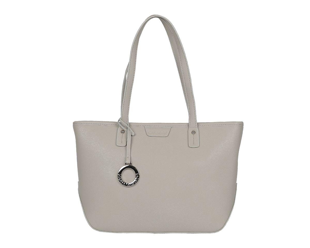 Сумка женская Galaday, цвет: серый. GD6014GD6014-greyСтильная женская сумка Galaday выполнена из натуральной кожи с зернистой фактурой, оформлена декоративной подвеской и символикой бренда. Изделие содержит одно отделение, которое закрывается на молнию. Внутри расположены два накладных кармашка для мелочей, карман-средник на молнии и врезной карман на молнии. Снаружи, на задней стороне сумки, расположен врезной карман на застежке-молнии. Сумка оснащена двумя практичными ручками для переноски. Оригинальный аксессуар позволит вам завершить образ и быть неотразимой.