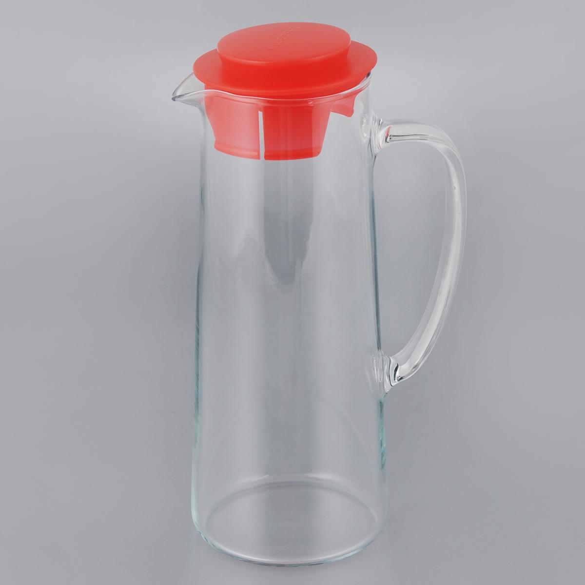 Кувшин для холодильника Tescoma Teo, с крышкой, цвет: прозрачный, красный, 1 л646616_красныйКувшин Tescoma Teo, выполненный из высококачественного прочного стекла, элегантно украсит ваш стол. Кувшин оснащен удобной ручкой и пластиковой крышкой. Он прост в использовании, достаточно просто наклонить его и налить ваш любимый напиток. Форма крышки обеспечивает наливание жидкости без расплескивания. Изделие прекрасно подойдет для холодильника и для подачи на стол воды, сока, компота и других напитков, как горячих так и холодных. Кувшин Tescoma Teo дополнит интерьер вашей кухни и станет замечательным подарком к любому празднику. Можно мыть в посудомоечной машине и использовать на газовых, керамических и электрических плитах. Диаметр (по верхнему краю): 7,5 см. Высота кувшина (с учетом крышки): 24,5 см.