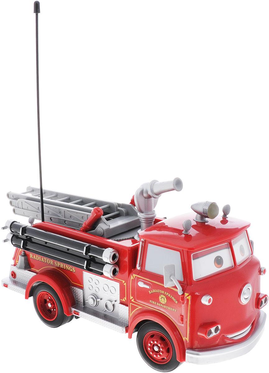 Dickie Toys Пожарная машина на радиоуправлении Cars Fire Engine3089549Пожарная машина на радиоуправлении Dickie Toys Cars: Fire Engine обязательно порадует вашего ребенка и подарит ему множество веселых игр и положительных эмоций. Выполненная из высококачественного безопасного пластика в виде героя известного мультфильма Тачки, игрушка отличается точностью исполнения и имеет много интересных эффектов. Машина оборудована настоящим водометом, который выпускает воду по команде с пульта. Ребенок сможет залить в специально предназначенный отсек настоящую воду и тушить воображаемые пожары. Передние фары и прожектор на крыше светятся, глаза машины двигаются, отдельная кнопка на пульте отвечает на режим Турбо, благодаря которому машина едет гораздо быстрее. Имеются звуковые эффекты. Возможные движения: вперед, назад, вправо, влево, остановка. Радиоуправляемые игрушки развивают у ребенка мелкую моторику, логику, координацию движений и пространственное мышление. Порадуйте своего малыша таким замечательным подарком! Для работы игрушки...