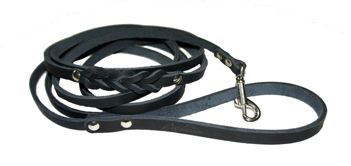 Поводок для собак Аркон Стандарт, цвет: черный, ширина 0,8 см, длина 250 смп8дчПоводок для собак Аркон Стандарт изготовлен из высококачественной натуральной кожи и украшен декором в виде плетения. Карабин выполнен из легкого сверхпрочного сплава. Изделие отличается не только исключительной надежностью и удобством, но и привлекательным современным дизайном. Поводок - необходимый аксессуар для собаки. Ведь в опасных ситуациях именно он способен спасти жизнь вашему любимому питомцу. Иногда нужно ограничивать свободу своего четвероногого друга, чтобы защитить его или себя от неприятностей на прогулке. Длина поводка: 250 см. Ширина поводка: 0,8 см.