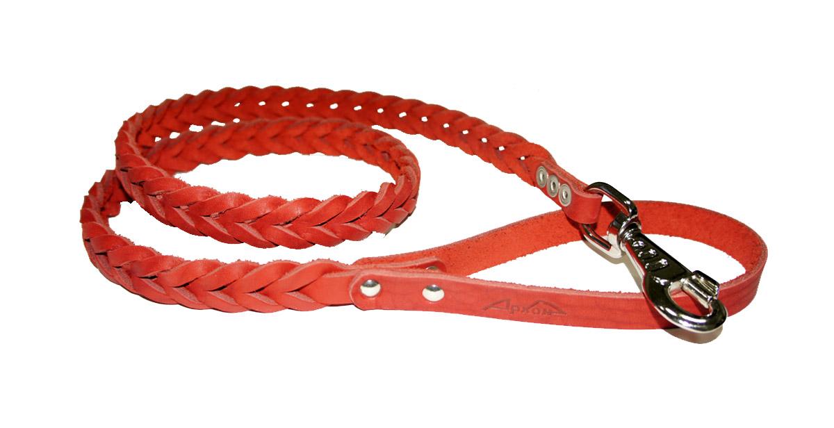 Поводок для собак Аркон Плетенка, цвет: красный, ширина 2,3 см, длина 120 смпл12крПоводок для собак Аркон Плетенка изготовлен из высококачественной натуральной кожи в виде плетения. Карабин выполнен из легкого сверхпрочного сплава. Изделие отличается не только исключительной надежностью и удобством, но и привлекательным современным дизайном. Поводок - необходимый аксессуар для собаки. Ведь в опасных ситуациях именно он способен спасти жизнь вашему любимому питомцу. Иногда нужно ограничивать свободу своего четвероногого друга, чтобы защитить его или себя от неприятностей на прогулке. Длина поводка: 120 см. Ширина поводка: 2,3 см.