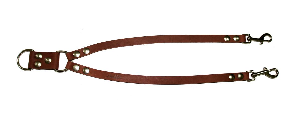 Сворка для собак Аркон Стандарт, цвет: коньячный, ширина 1,6 см, длина 57 смс16кСворка Аркон Стандарт выполнена из высококачественного металла и натуральной кожи. Это раздвоенный поводок с двумя карабинами, концы которых соединены одним кольцом. Изделие предназначено для вождения двух собак в общественных местах. Очень легкая, прочная и удобная в эксплуатации. Ширина сворки: 1,6 см. Длина сворки: 57 см.
