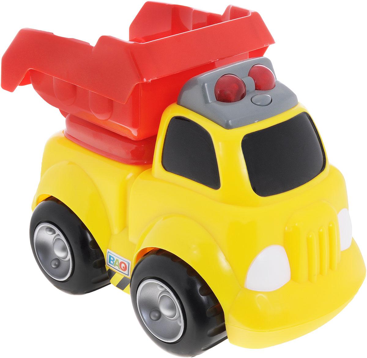 Bao Самосвал цвет желтый красный7983Красочный самосвал Bao обязательно придется по душе вашему малышу. Игрушка выполнена из высококачественного прочного пластика, не имеет острых углов и мелких деталей и идеально подходит для детей от 12 месяцев. При нажатии на кнопу, расположенную на крыше кабины, машинка издает звуки работающего двигателя и мигает огоньками. Такая игрушка способствует развитию у малыша тактильных ощущений, мелкой моторики рук и координации движений. Для работы игрушки необходимы 2 батарейки типа АА (товар комплектуется демонстрационными).