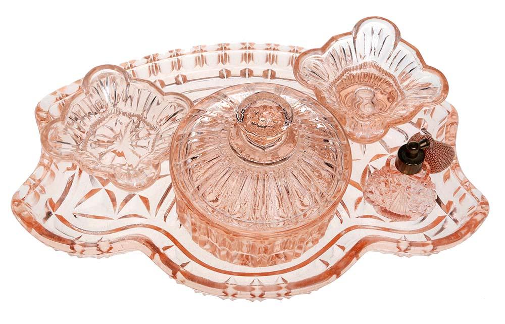 Набор дамский для туалетного столика из 5 предметов эпохи и стиля Арт Деко. Розовое стекло. Великобритания, 1930-е гг.