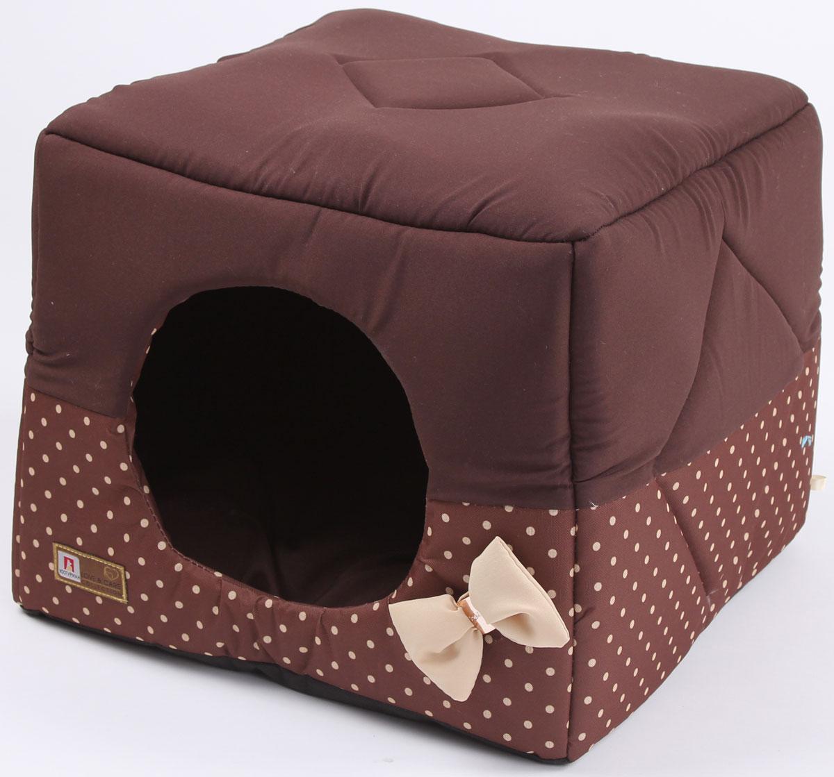 Лежак для собак и кошек Зоогурман Домосед, цвет: шоколадный, бежевый горох, 45 х 45 х 45 см1956_шоколадный, бежевый горохОригинальный и мягкий лежак для кошек и собак Зоогурман Домосед обязательно понравится вашему питомцу. Лежак выполнен из приятного материала. Уникальная конструкция лежака имеет два варианта использования: - лежанка, с высокими бортиками и мягкой внутренней подушкой, - закрытый домик с мягкой подушкой внутри. Универсальный лежак-трансформер непременно понравится вашему питомцу, подарит ему ощущение уюта и комфорта. В комплекте со съемной подушкой мягкая игрушка косточка. За изделием легко ухаживать, можно стирать вручную или в стиральной машине при температуре 40°С. Материал: микроволоконная шерстяная ткань. Наполнитель: гипоаллергенное синтетическое волокно. Наполнитель матрасика: шерсть. Размер: 45 х 45 х 45 см. Размер лежанки: 45 х 20 х 45 см.