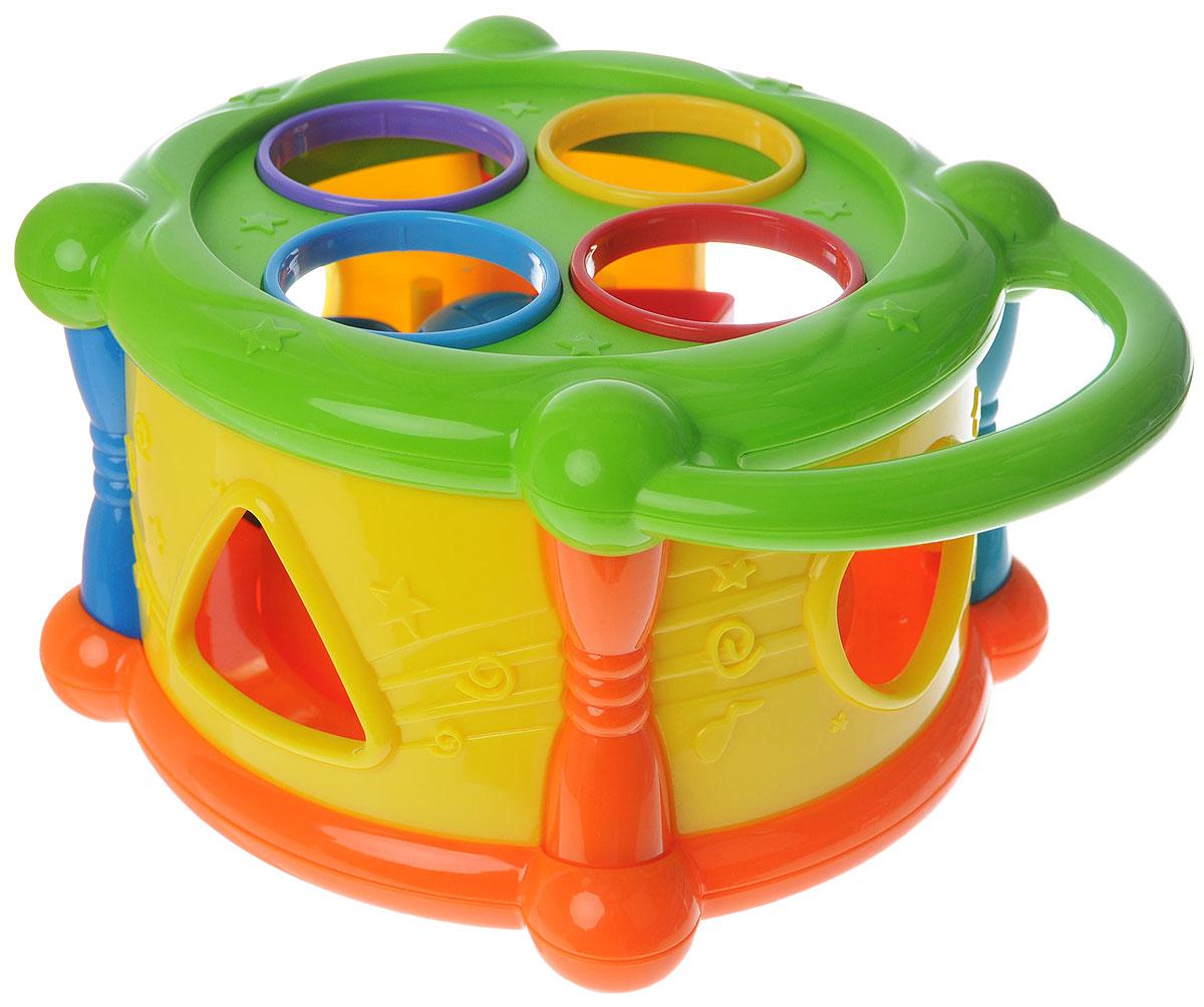 ABtoys Развивающая игрушка Веселый барабанPT-00191Развивающая игрушка ABtoys Веселый барабан - отличный способ весело провести время! Его можно везде брать с собой и ваш малыш всегда будет счастливым и радостным! На верхней части барабана имеется 4 отверстия, в которые вставляются разноцветные шарики с цифрами. Яркие цвета привлекают внимание малыша, а различные по форме очертания корпуса барабана развивают осязательные навыки ребенка. В комплекте: барабан с фигурками и шариками, молоточек, при помощи которого нужно забивать шарики внутрь барабана. У барабана имеется удобная ручка, за которую малыш может брать барабан с собой. Игры с барабаном помогут развить зрительные навыки, усидчивость ребенка, а также тренируют внимание и мелкую моторику рук.