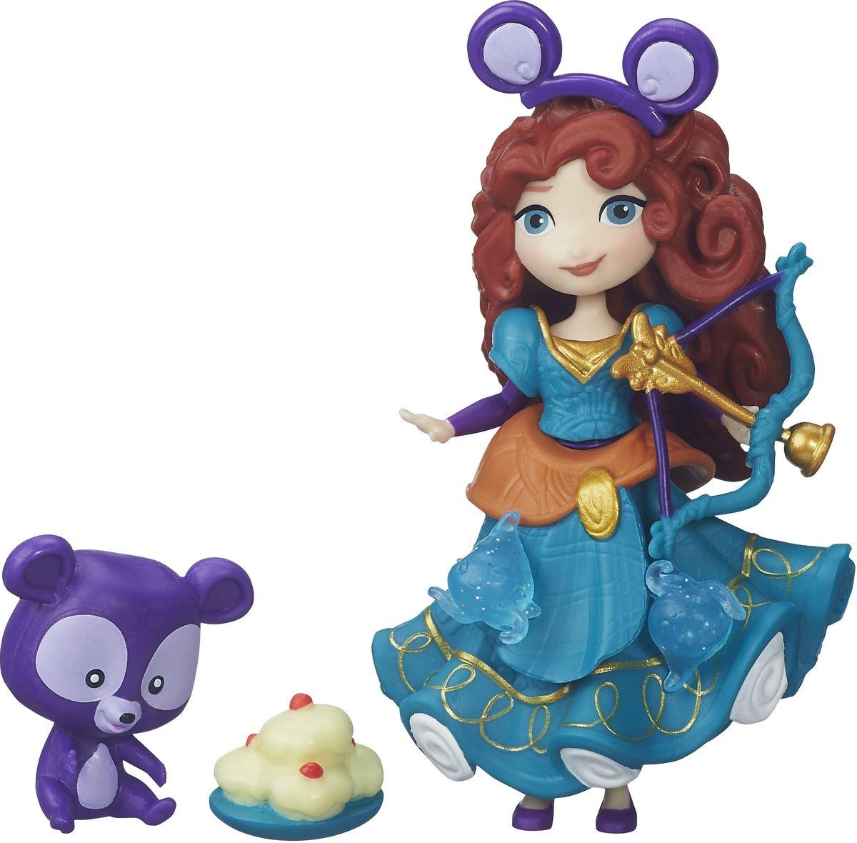 Disney Princess Игровой набор с мини-куклой Мерида и ее другB5332EU4_B53321Игровой набор Disney Мерида и ее друг придется по душе каждой маленькой принцессе. У куколки Мериды длинные рыжие волосы, она одета в пластиковое платье бирюзового цвета. Пышное платье украшено множеством оборками и декоративными элементами. Хозяйка куклы сможет добавить к ним еще несколько - в комплект входят аксессуары, которые можно прикреплять к платью мини-куклы. Для этого в наряде имеются небольшие отверстия, в которые они вставляются. Эти отверстия не бросаются в глаза, даже когда украшений нет, поэтому наличие украшений на подоле будет зависеть только от настроения хозяйки. Мини-кукла Мерида выглядит просто очаровательно. Она совсем небольшая по размеру, однако, тщательно проработана. Ее внешний вид полностью повторяет облик девушки в мультфильме, у куклы такое же милое лицо с большими глазами и густые волосы. Прическу можно украсить забавным ободком с фиолетовыми ушками. Кукла выполнена из прочного и безопасного пластика. В наборе с куколкой имеется и...