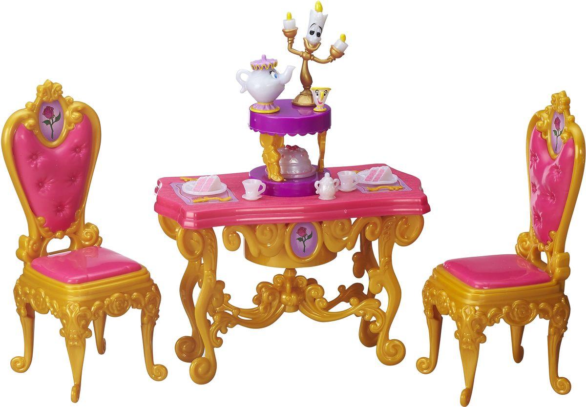 Disney Princess Игровой набор Ужин БелльB5309EU4_B5310В игровой набор Disney Princess Ужин Белль входят стол и два стула, выполненные в диснеевском дизайне. Кроме того, в комплект включены посуда, веселые чайник и подсвечник - как и в мультфильме Красавица и Чудовище, они ожили и доброжелательно улыбаются. Такой набор может увлечь ребенка в интересную сюжетно-ролевую игру. Девочка сможет разыгрывать любимые сцены из мультфильмов и приглашать кукол к Белль на ужин. Набор выполнен из качественных и безопасных материалов. Куклы продаются отдельно.