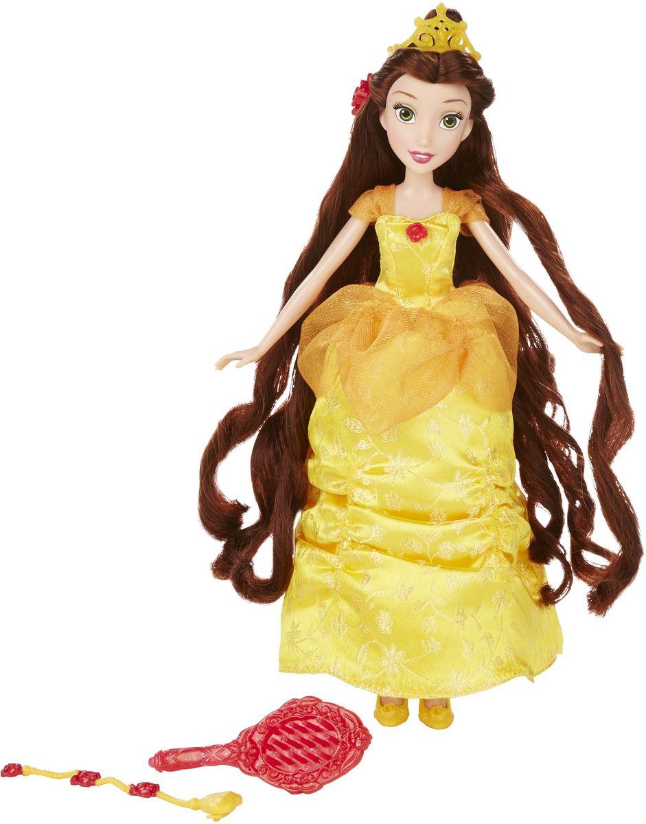 Disney Princess Кукла Белль с длинными локонамиB5292EU4_B5293Кукла Disney Princess Белль представляет собой роскошную куклу с длинными волосами. Белль одета в точно такое же платье, в котором она была в мультфильме, когда чудовище устроило для нее бал. Этот великолепный наряд воспроизведен с точностью до мельчайшей детали. Платье украшено вышивкой из роз. Подол платья собран в живописные складки. На свой образ в мультфильме походит не только наряд, но и сама кукла. У нее красивое лицо с большими зелеными глазами, нежным румянцем и доброй улыбкой. У куклы длинные каштановые волосы - это единственное, что отличает ее от экранной героини. Волосы куклы Белль созданы для того, чтобы придумывать принцессе разнообразные прически и воплощать их в жизнь. В набор входят дополнительная прядь волос розового цвета, а также украшения, которые можно вплетать в локоны красавицы. Голову куклы украшает золотая корона с вкраплениями блесток, благодаря которым она сверкает как настоящая драгоценность. На ногах у куклы - туфельки с рельефными розами на...