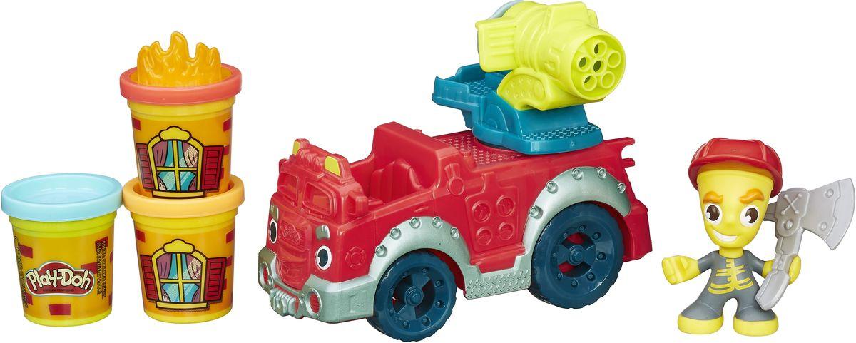 Play-Doh Игровой набор Пожарная машинаB3416EU4Потуши каждый пожар в городе! Сажай пожарника в машину и отправляйся в путь, не забыв наполнить водомет Play-Doh водой на случай пожара. Вращай ручку водомета, чтобы устроить самый настоящий Play-Doh душ! Пожарник может держать в руке топор, чтобы прорубать проход в окна и двери зданий, а штамп огня можно размесить на крышке баночки, чтобы воссоздать реалистичную сцену пожара. Пожарная машина может располагаться в гараже Пожарной станции (набор продается отдельно)