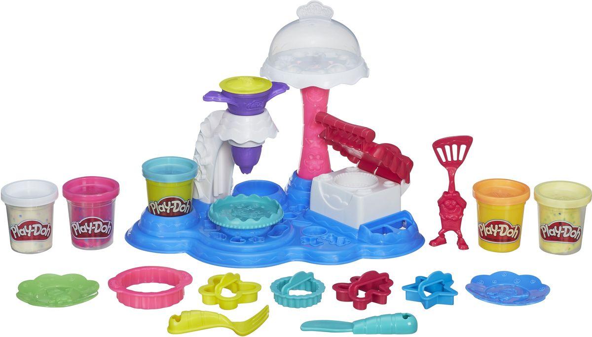 Play-Doh Набор для лепки Сладкая вечеринкаB3399EU4Набор для лепки Play-Doh Сладкая вечеринка предназначен для юных кулинаров, ведь он содержит множество инструментов для творчества и разноцветную массу в баночках. Из массы можно вылепить аппетитные торты и пирожные, и украсить их по своему усмотрению. Специальные формочки помогут вылепить коржи и различные украшения, а кондитерский шприц создаст кремовые розочки или добавит праздничную надпись. С помощью массы с конфетти можно имитировать кусочки шоколада, сухофруктов или цукатов. Когда все сладости будут готовы, можно накрыть красивый праздничный стол и устроить чаепитие для игрушек. Набор для лепки содержит 5 баночек с разноцветным пластилином. Масса для лепки имеет эластичные свойства, достаточно мягкая, прекрасно сохраняет заданную форму, легко разминается, не прилипает и не пачкает руки и поверхности. Разноцветную массу пластилина можно смешивать между собой, создавая новые оттенки. Занятия лепкой развивают художественный вкус ребенка,...