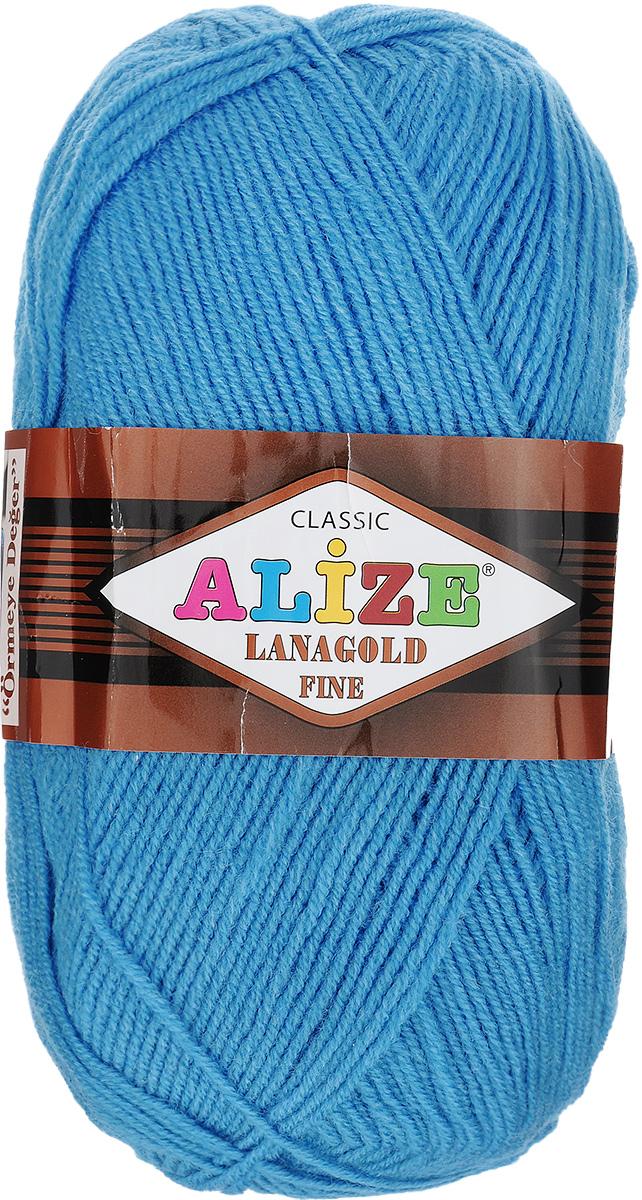 Пряжа для вязания Alize Lanagold Fine, цвет: голубой (245), 390 м, 100 г, 5 шт547499_245Alize Lanagold Fine - это полушерстяная пряжа для ручного вязания. Нить плотно скручена, гибкая, послушная, не пушится, не электризуется, аккуратно ложится в петли и не деформируется после распускания. Стойкое равномерное окрашивание обеспечивает широкую палитру оттенков, высокое качество материала и используемых красителей защищает от потери цвета. Соотношение шерсти и акрила - формула практичности. Высокие тепловые характеристики сочетаются с эстетикой, носкостью и простотой ухода за вещью. Классическая пряжа для зимнего сезона, может использоваться для детской и взрослой одежды. Alize Lanagold Fine - универсальная пряжа, которая будет хорошо смотреться в узорах любой сложности. Рекомендуемый размер спиц 2,5-4 мм и крючка 2-4 мм. Состав: 49% шерсть, 51% акрил.