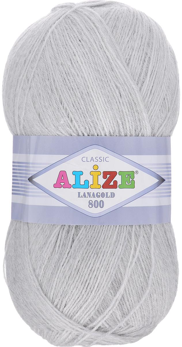 Пряжа для вязания Alize Lanagold 800, цвет: серый (684), 800 м, 100 г, 5 шт694529_684Alize Lanagold 800 - это полушерстяная пряжа для ручного вязания. Нить плотно скручена, гибкая, послушная, не пушится, не электризуется, аккуратно ложится в петли и не деформируется после распускания. Стойкое равномерное окрашивание обеспечивает широкую палитру оттенков, высокое качество материала и используемых красителей защищает от потери цвета. Соотношение шерсти и акрила - формула практичности. Высокие тепловые характеристики сочетаются с эстетикой, носкостью и простотой ухода за вещью. Классическая пряжа для зимнего сезона, может использоваться для детской и взрослой одежды. Alize Lanagold 800 - универсальная пряжа, которая будет хорошо смотреться в узорах любой сложности. Рекомендуемый размер спиц 2-4 мм и крючка 1-2 мм. Состав: 49% шерсть, 51% акрил.
