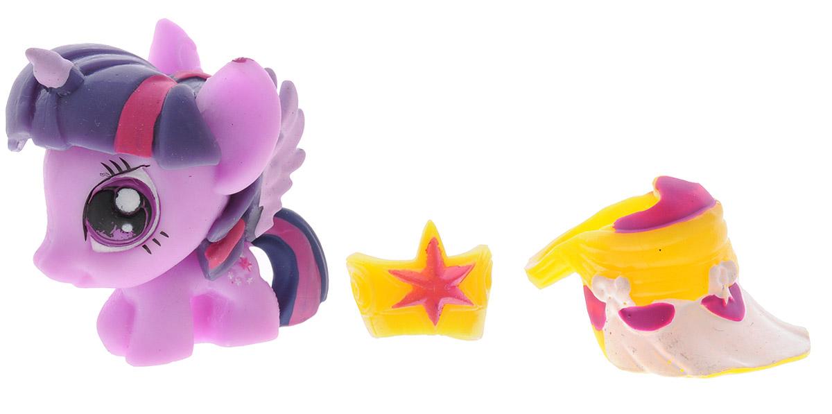 My Little Pony Игрушка-мялка Си Свирл51626-0000012-02_ фиолетовыйИгрушка-мялка My Little Pony Си Свирл непременно понравится вашей малышке! Игрушка выполнена в виде известного персонажа мультфильма Дружба - это чудо. Изготовлена из полимерной массы, которую можно сжимать, крутить, игрушка всегда снова принимает свою форму. В наборе с игрушкой имеется два аксессуара - корона и бейсболка. Игрушка-мялка способствует развитию мелкой моторики пальцев рук, развивает творческое мышление, укрепляет мышцы рук, создает позитивный эмоциональный фон и является замечательным антистрессом. Порадуйте своего ребенка таким замечательным подарком!