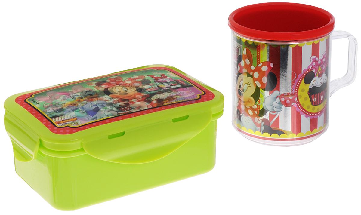 Disney Набор детской посуды Минни и Дейзи 2 предметаN2M2Набор детской посуды Disney Минни и Дейзи состоит из двух предметов: контейнера для бутербродов с крышкой и кружки. Изделия выполнены из высококачественного пищевого пластика, что очень удобно и безопасно, так как пластик не бьется. Набор оформлен красочными объемными изображениями Минни и Дейзи, которые меняются под разными углами зрения. Контейнер с плотно прилегающей крышкой надежно сохранит пищу в любых условиях, а толстые стенки кружки сберегут тепло любимого напитка. Яркий красочный дизайн привлечет внимание ребенка и сделает прием пищи веселым занятием. Не подходит для использования в СВЧ-печи и посудомоечной машине.