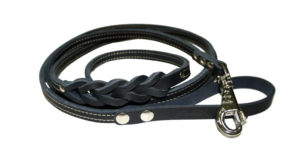 Поводок для собак Аркон Стандарт, цвет: черный, ширина 1,2 см, длина 250 смп12/2дчПоводок для собак Аркон Стандарт изготовлен из высококачественной натуральной кожи и украшен декором в виде плетения. Карабин выполнен из легкого сверхпрочного сплава. Изделие отличается не только исключительной надежностью и удобством, но и привлекательным современным дизайном. Поводок - необходимый аксессуар для собаки. Ведь в опасных ситуациях именно он способен спасти жизнь вашему любимому питомцу. Иногда нужно ограничивать свободу своего четвероногого друга, чтобы защитить его или себя от неприятностей на прогулке. Длина поводка: 250 см. Ширина поводка: 1,2 см.
