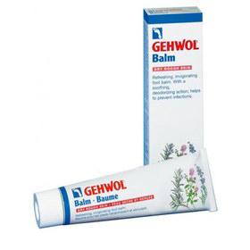 Gehwol Balm Dry Rough Skin - Тонизирующий бальзам Авокадо для сухой кожи ног 125 мл1*24707Тонизирующий бальзам Авокадо для сухой кожи Геволь (Gehwol Balm Dry Rough Skin) создан для оптимального ухода за сухой шелушащейся, потрескавшейся и особо чувствительной кожи. Оживляющий и восстанавливающий силы бальзам для сухой, грубой и растрескавшейся кожи ног. Охлаждающий ментол и натуральные эфирные масла, получаемые из розмарина и ромашки освежают и оживляют. Сразу же исчезают жжение в ногах и ощущение усталости. Натруженные, гудящие ноги сразу оживают. Защищающие противомикробные ингредиенты на длительное время предотвращают появление неприятных запахов, дают действенную защиту от грибковых поражений стоп и поддерживают ноги в гигиеничном и свежем состоянии. Тонизирующий бальзам «Авокадо» богат такими веществами, смягчающими кожу ног, как ланолин и масло авокадо. Пострадавшая и потрескавшаяся кожа снова станет гладкой, эластичной, упругой и устойчивой. Алоэ вера связывает излишнюю влагу в кожном покрове. Тонизирующий бальзам «Авокадо» Геволь ...
