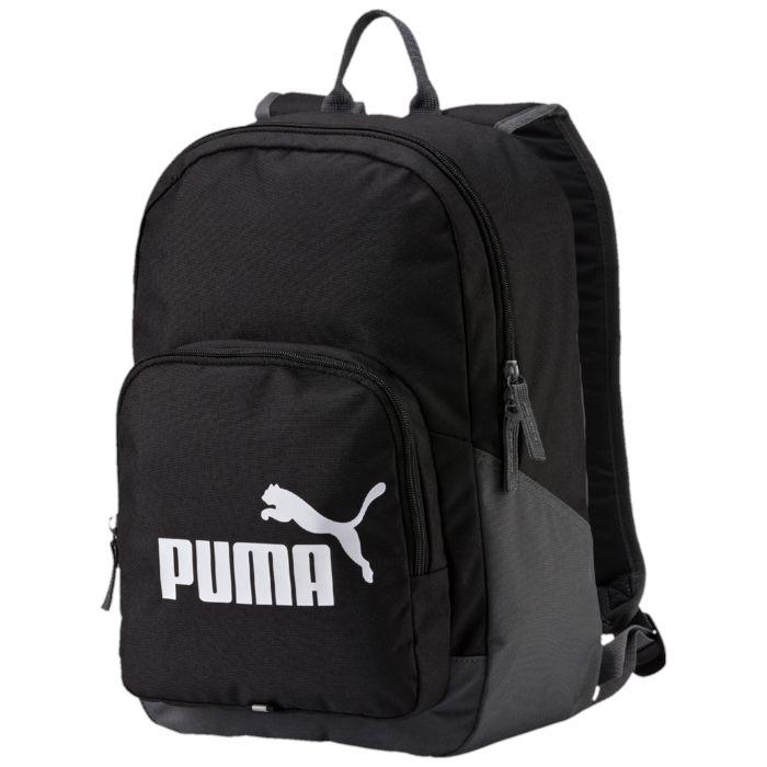 Рюкзак городской Puma Phase Backpack, цвет: черный. 0735890107358901Функциональный вместительный рюкзак с главным отделением на молнии, открывающейся с двух сторон, передним отделением на молнии и износостойкой подкладкой из полиэстера 150D с изнанкой из полиуретана. Наплечные лямки закругленной формы регулируемой длины с мягкой подложкой снабжены петлей из светоотражающего материала с символикой PUMA. Обращенная к спине часть рюкзака простегана мягким материалом. Также рюкзак имеет ручку для переноски из лямочной ленты, в металлический язычок застежки-молнии продернута лямочная тесьма, а спереди имеется панель с петлей из светоотражающего материала и набивной логотип PUMA .