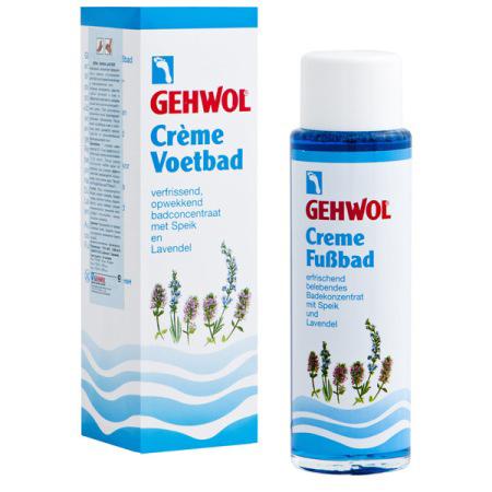 Gehwol Creme Fussbad - Крем-ванна для ног Лаванда 150 мл1*25008Крем-ванна для ног Лаванда Геволь (Gehwol Creme-Fusbad) - концентрат эфирного масла лаванды, успокаивающе действующий на уставшие болезненные и перенапряженные ноги. Активные ингредиенты средства глубоко проникают в кожу и эффективно смягчают ее, оказывая воздействие аналогичное воздействию крема. При регулярном применении ванна предотвращает грибковые заболевания. Она обладает успокаивающим действием, и продолжительное время дезодорирует ноги. Назначение: Успокаивает уставшие болезненные и перенапряженные ноги. Эффективно смягчает кожу ног. При регулярном применении предотвращает грибковые заболевания. Обладает дезодорирующим действием. Активные компоненты: лавандовое масло, ментол, каприл глицерид, мочевина, хлорид натрия, вода.