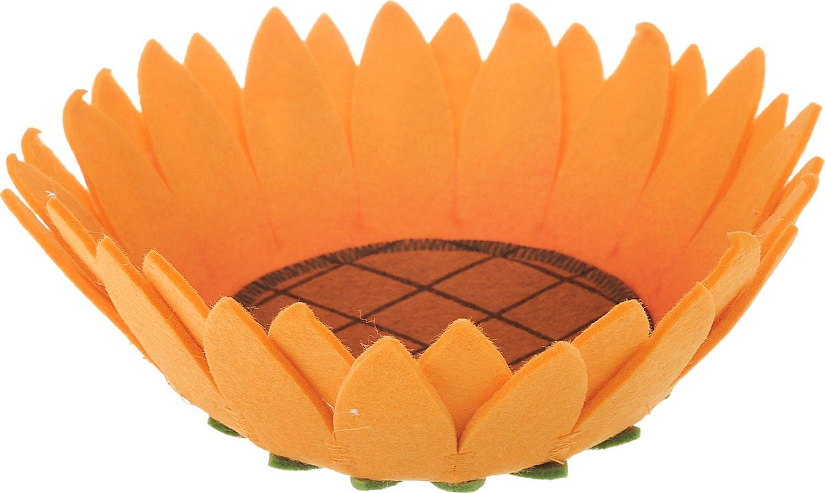 Декоративное украшение RTO Корзинка. Подсолнух, цвет: коричневый, оранжевыйHQC-16-3162Декоративное украшение RTO Корзинка. Подсолнух предназначена для оформления интерьера и сервировки стола. Изделие выполнено из фетра, стенки оформлены в виде лепестков. Декоративное украшение послужит приятным и полезным сувениром для близких и знакомых и, несомненно, доставит массу положительных эмоций своему обладателю. Диаметр корзинки (по верхнему краю): 21 см. Высота стенок: 8 см.