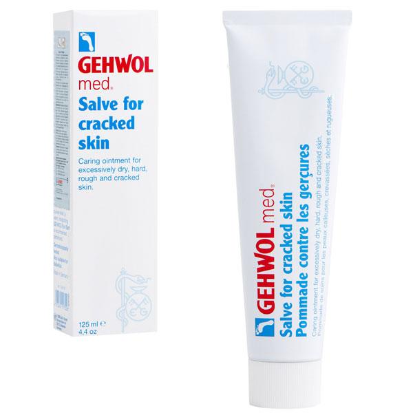 Gehwol Med Salve for cracked skin - Мазь от трещин на ногах 125 мл1*40107Мазь для ухода за сильно загрубевшей, растрескавшейся, сухой и поврежденной кожей. Геволь мед (Gehwol med) мазь от трещин (Salve for cracked skin) содержит в качестве основы специальное медицинское мыло и специально отобранную смягчающую и обладающую смягчающим эффектом комбинацию натуральных эфирных масел, витамина пантенол, ухаживающего за состоянием кожи, и противовоспалительное вещество бисаболол, получаемое из ромашки. При регулярном применении кожа приобретает естественную эластичность, стабильность и хорошо защищена. Особенно хорошо действует при шелушении кожи, покраснениях и сопутствующих неприятных осложнениях. Проверено по дерматологическим показателям. Благоприятно применение при заболевании диабетом. Активные компоненты: вазелин, ланолин, розмариновое масло, эвкалиптовое масло, лавандовое масло, лимонное масло, тимьяновое масло, бисаболол, ментол, камфара, пантенол, оксид цинка, вода.