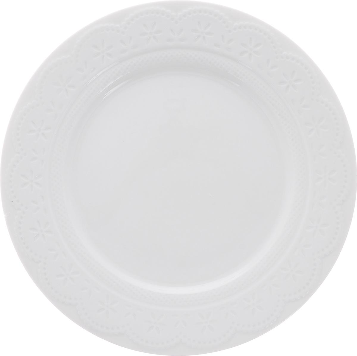 Тарелка обеденная Walmer Charlotte, цвет: белый, диаметр 26 смW07330026Обеденная тарелка Walmer Charlotte, выполненная из высококачественного фарфора, декорирована рельефным орнаментом. Изящный дизайн придется по вкусу и ценителям классики, и тем, кто предпочитает утонченность. Обеденная тарелка Walmer Charlotte, идеально подойдет для сервировки стола и станет отличным подарком к любому празднику. Можно использовать в микроволновой печи и мыть в посудомоечных машинах.