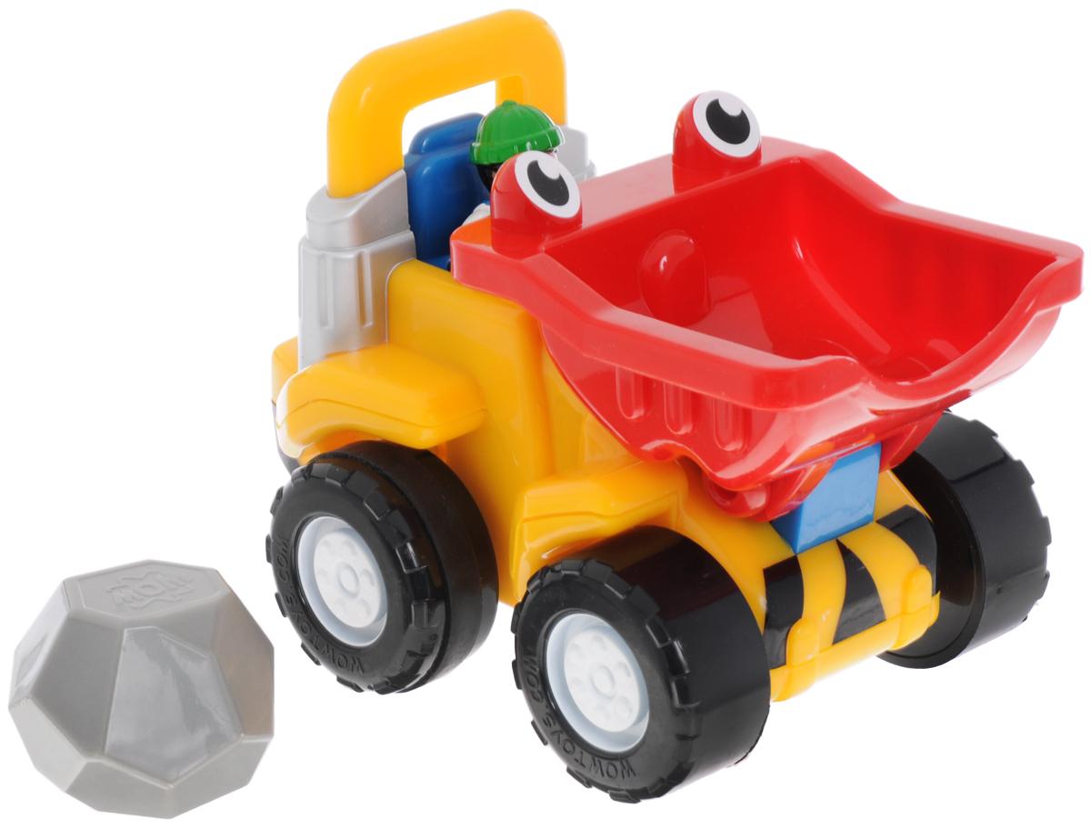 WOW Бульдозер Тоби инерционный1028Бульдозер WOW Тоби - это яркая игрушка, выполненная из высококачественного пластика в виде забавного бульдозера с глазками-фарами, опускающимся ковшом и колесами с резиновыми вставками. Бульдозер Тоби сможет поднять и перевезти огромный камень. Он настоящий силач среди бульдозеров! Игрушка оснащена инерционным механизмом: для запуска бульдозера необходимо немного подтолкнуть его вперед, и он поедет дальше самостоятельно. В комплект также входит фигурка строителя и камень со встроенной погремушкой. Ваш ребенок часами будет играть с набором, придумывая разные истории. Порадуйте его таким замечательным подарком! Рекомендовано для детей в возрасте от 18 месяцев до 5 лет.