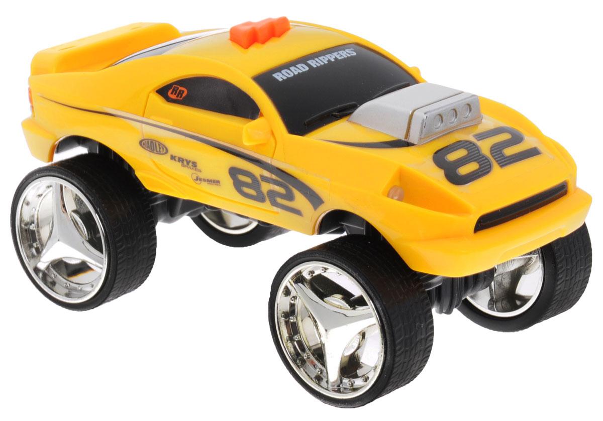 Toystate Машина Flash Rides цвет желтый33000TSЯркая машинка Toystate Road Rippers: Flash Rides со звуковыми эффектами, несомненно, понравится вашему ребенку и не позволит ему скучать. Игрушка выполнена в виде яркой гоночной машины. При нажатии на кнопку, расположенную на крыше, светятся фары, воспроизводятся звуки двигателя, клаксона и играет музыка. Ваш ребенок часами будет играть с машинкой, придумывая различные истории и устраивая соревнования. Порадуйте его таким замечательным подарком! Для работы игрушки необходимы 2 батарейки типа LR44 (товар комплектуется демонстрационными).