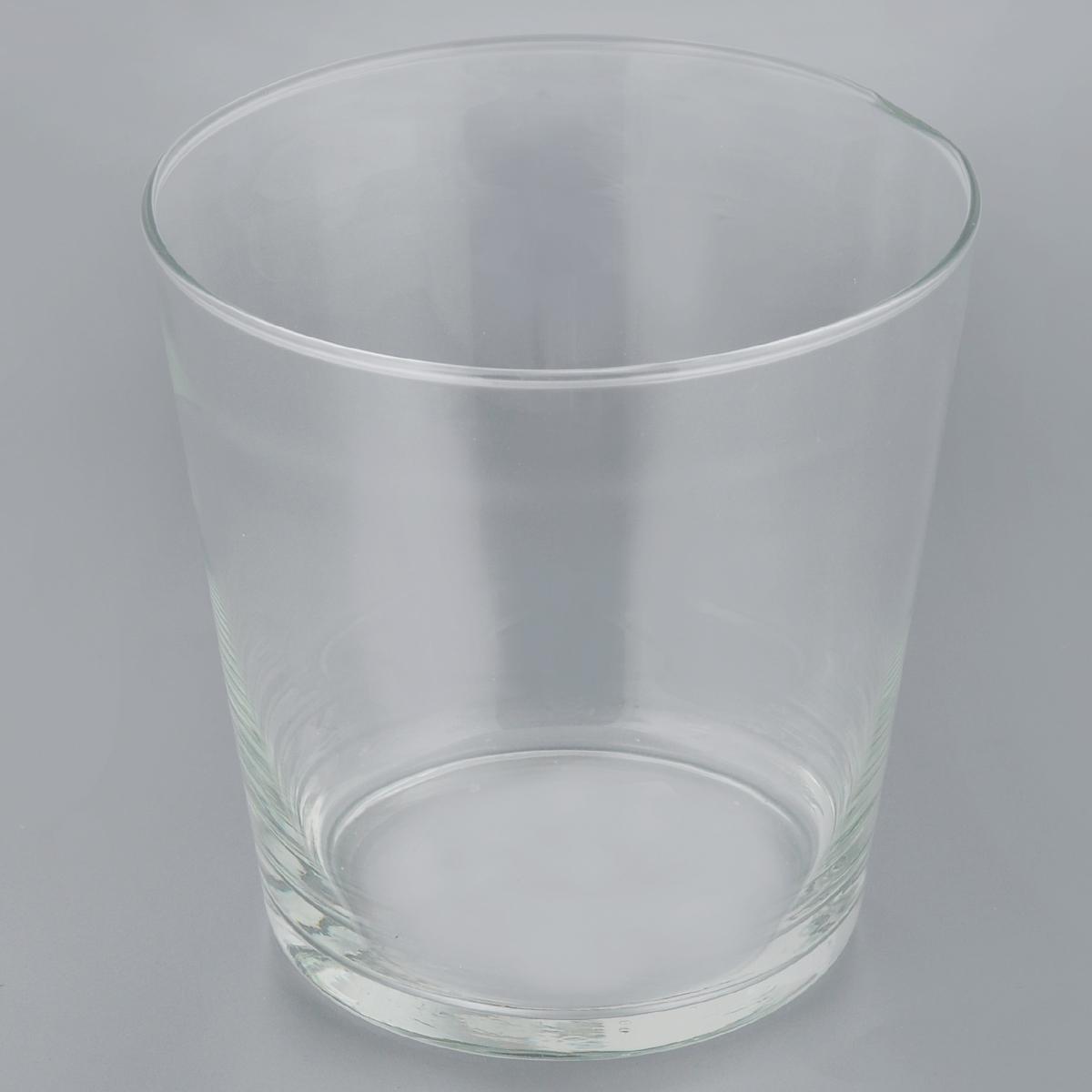 Ваза декоративная Феникс-Презент Конус-рома 1, высота 16 см40835Элегантная ваза Феникс-Презент Конус-рома 1 выполнена из высококачественного прозрачного стекла. Изделие придется по вкусу и ценителям классики, и тем, кто предпочитает утонченность и изящность. Вы можете поставить вазу в любом месте, где она будет удачно смотреться и радовать глаз. Такая ваза подойдет для декора интерьера. Кроме того - это отличный вариант подарка для ваших близких и друзей. Высота вазы: 16 см. Диаметр (по верхнему краю): 15,5 см. Диаметр дна: 11,5 см. Объем вазы: 2,3 л.