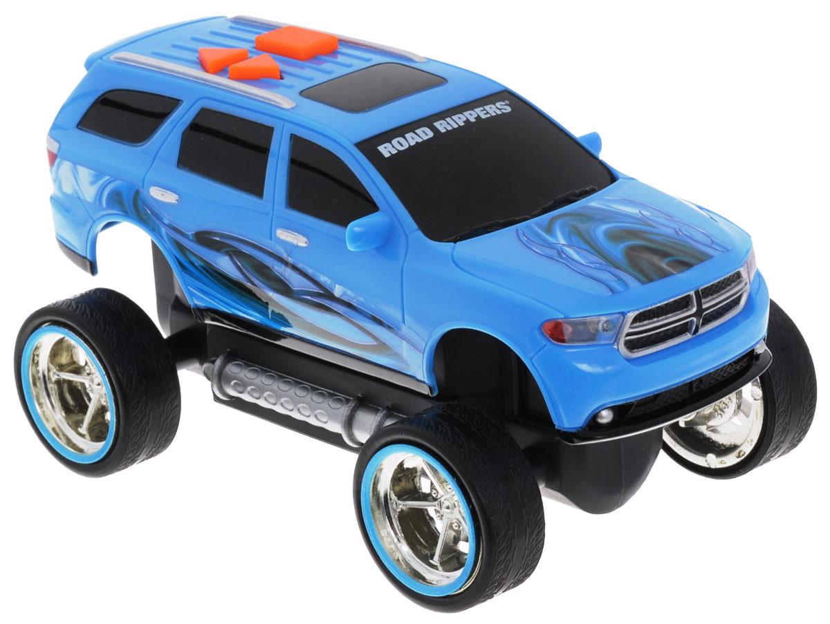 Toystate Машинка Dodge Durango33121TSМашинка Toystate Dodge Durango со световыми и звуковыми эффектами, несомненно, понравится вашему ребенку и не позволит ему скучать. Игрушка выполнена в виде яркой гоночной машины. При нажатии на кнопки, расположенные на крыше, светятся фары, воспроизводятся звуки двигателя и включенной передачи заднего хода. Ваш ребенок часами будет играть с машинкой, придумывая различные истории и устраивая соревнования. Порадуйте его таким замечательным подарком! Рекомендуется докупить 3 батарейки напряжением 1,5V типа AАА (товар комплектуется демонстрационными).