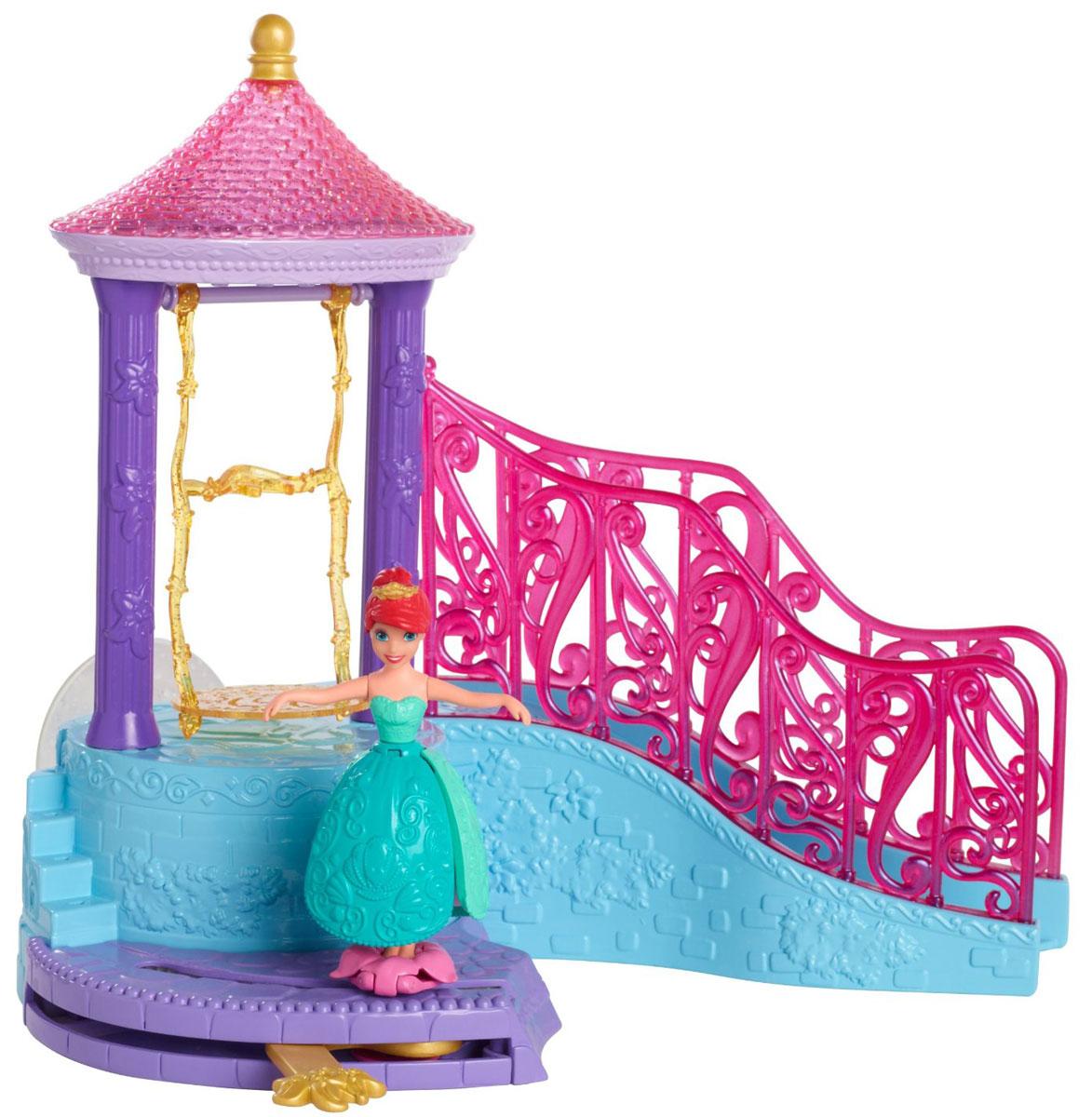 Disney Princess Игровой набор Морской дворец принцессыBDJ63Игровой набор Disney Princess Морской дворец принцессы подарит вашей дочурке множество веселья и разнообразных игр! Дворец состоит из беседки, куда можно поставить куклу принцессы, чтобы та стояла под струйками воды, а также горки, чтобы Ариэль могла скатываться вниз, и площадки, по которым принцесса может прогуливаться. Поставьте принцессу в беседку, снимите с той крышку и используйте ее как чашечку, чтобы лить воду сверху. Тогда вода прольется вниз красивыми водопадами! Потом снимите куклу и установите ее на розовый цветок-подставку на площадке ниже. Если двигать рычаг, то подставка вместе с принцессой проедет по всей площадке из одного ее конца в другой. Опустите плавающую принцессу в воду: ее юбка раскроется, как лепестки цветка и фигурка будет держаться на поверхности воды. Также куклу можно спустить в воду по горке, выходящей из беседки дворца. Игры с куклой способствуют эмоциональному развитию, помогают формировать воображение и художественный...